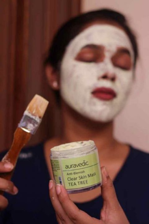 Trying out the Auravedic anti-blemish tea tree clear skin mask